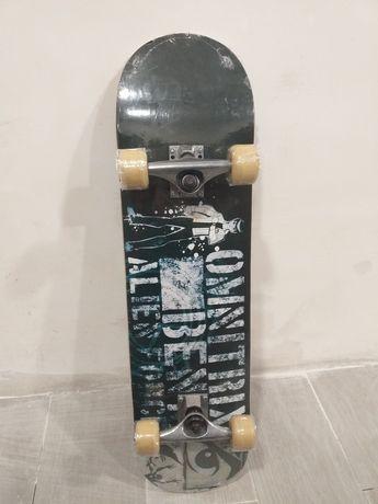 Skate novo para criança, ainda no plástico