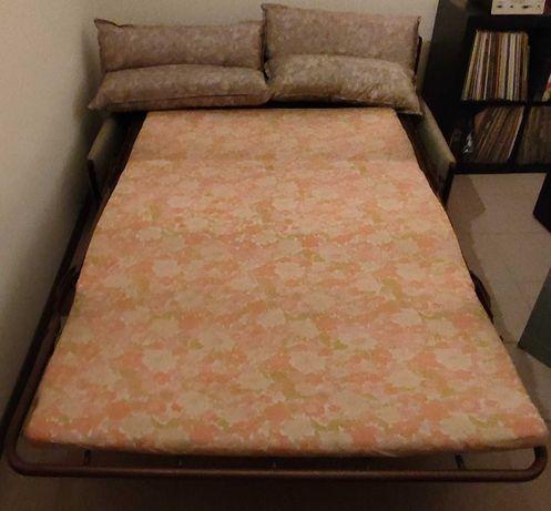 Sofá cama verde usado