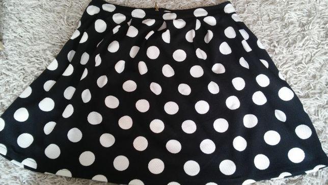 Czarna spódnica w białe grochy - rozmiar 38