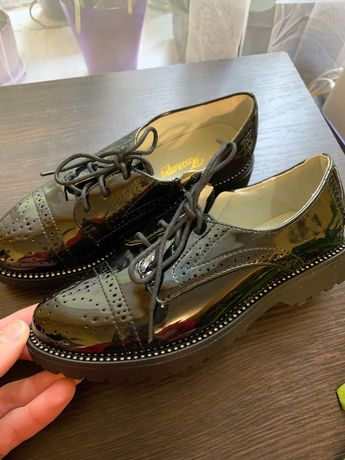 Туфлі лакові,стильні та модні