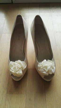 Buty ślubne firmy Menbur.