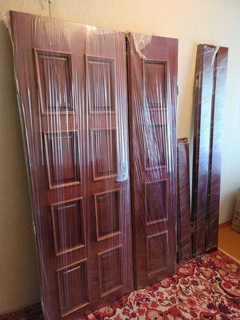 Двері дубові вхідні або міжкімнатні, двухстворчаті з коробкою