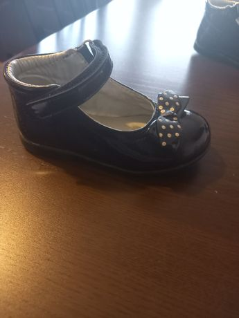Sprzedam piekne pantofelki dla dziewczynki