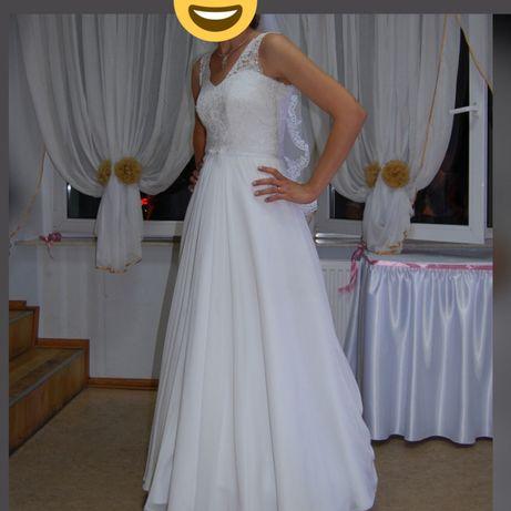 Klasyczna suknia ślubna na wysoką osobę. r. 38