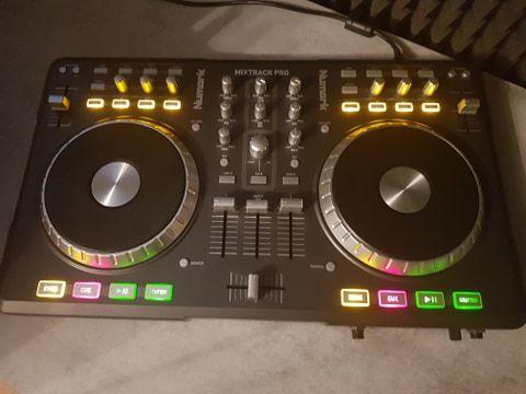 Kontroler DJ Numark Mixtrack PRO DJ