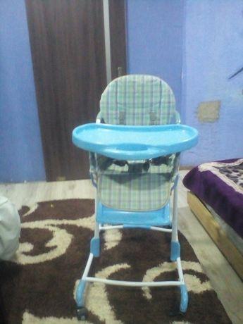 Продам децкий стульчик для кормления