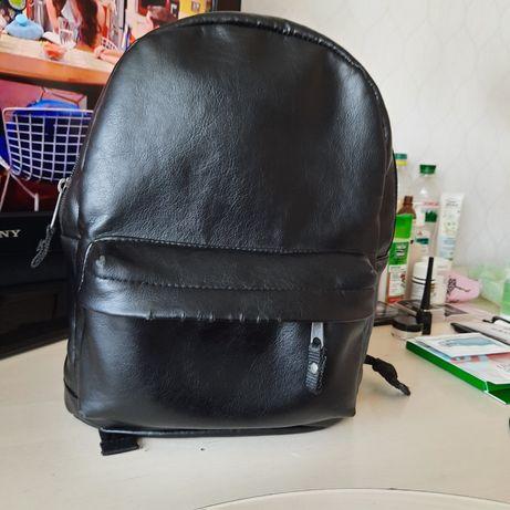 Рюкзак женский черный кожа