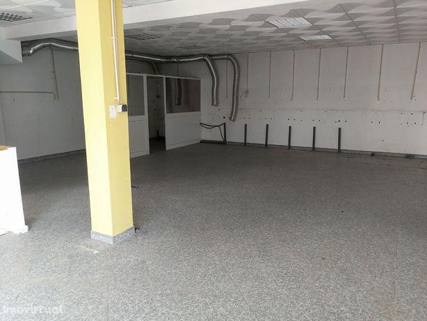 Loja / escritório - Divisão ampla com 91 m2, WC e despensa