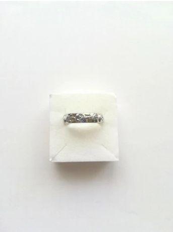 Pierścionek w kolorze srebrnym