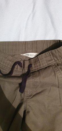B. wygodne chłopięce bojówki materiałowe, khaki, H&M 4-5 lat 110 cm.