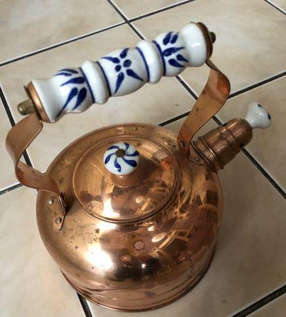 Miedziany czajnik z gwizdkiem