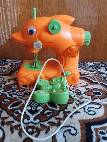 Детская игрушечная швейная машинка (на батарейках, музикальная)+ бонус