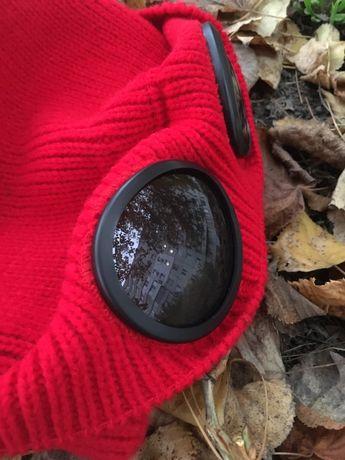 Зимние Шапка с линзами красная и чёрная(очками)