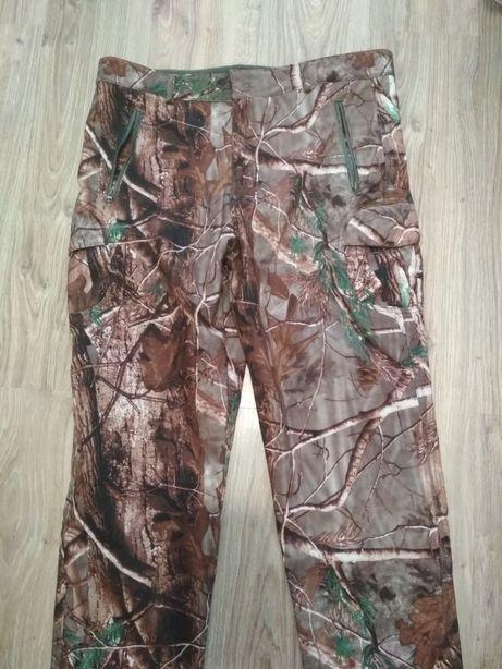 Spodnie ocieplane kamuflaż leśny.