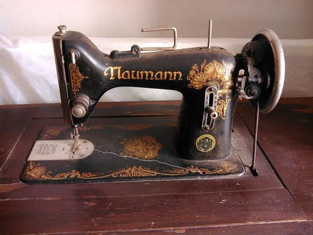 """Maquina de costura antiga """"Naumann"""
