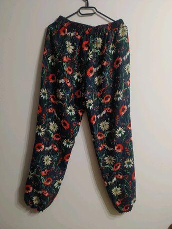 Spodnie w kwiaty rozm. L