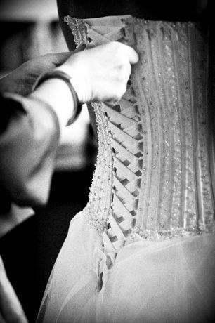 Piękna suknia ślubna welon mufa bolerko koło 42