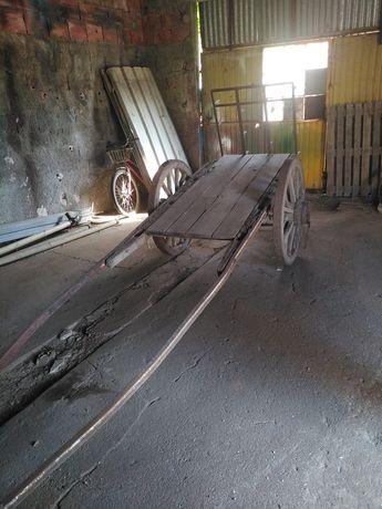 Vendo carroça antiga com grade!