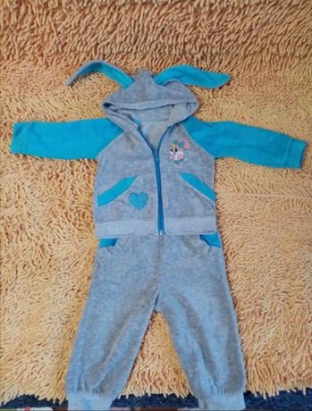 Велюровый костюм на девочку на 6-9 месяцев