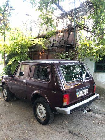 автомобиль ВАЗ 2121 4 нива