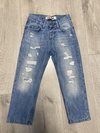 Рваные джинсы LC Waikiki (H&M, Zara) на 5/6 лет
