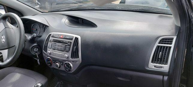 Hyundai I20 deska rozdzielcza pasy poduszka