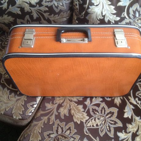 Чемодан оранжевый 56х37х16 см винтаж 1978 год