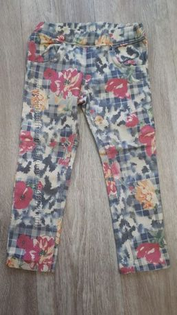 Фирменные котоновые штаны в идеале на 2-3 года