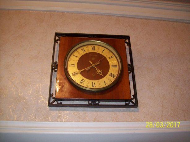 Продам старинные механические часы с боем, настенные часы и будильник