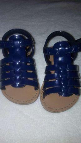 Sandalias de menina usadas 3ou 4vezes estao novas