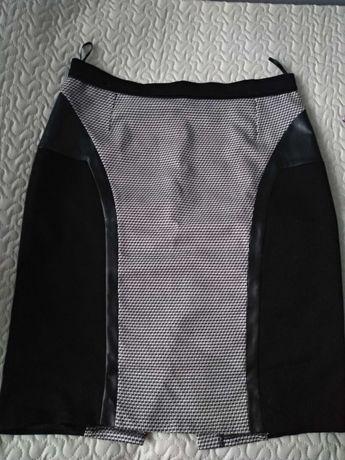 Spódnica w rozmiarze 48-50 (4-5XL) czarno-biała z motywem eko-skóry