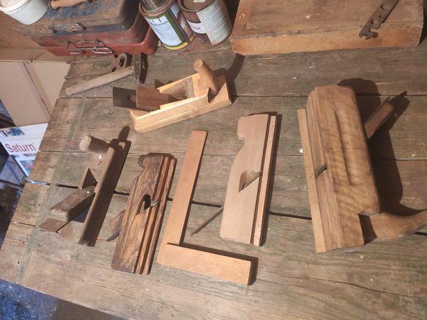Набор столярных инструментов, рубанки.