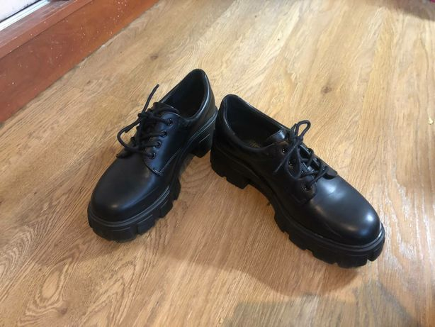 Туфли с массивной подошвой!
