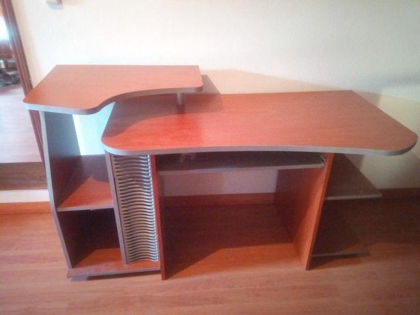 Mesa de secretária para PC como nova