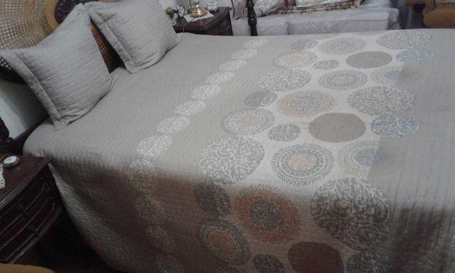 Edredon, colchas, mantas e capas de sofás