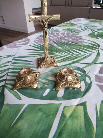 Komplet krzyż i świeczniki z mosiądzu.