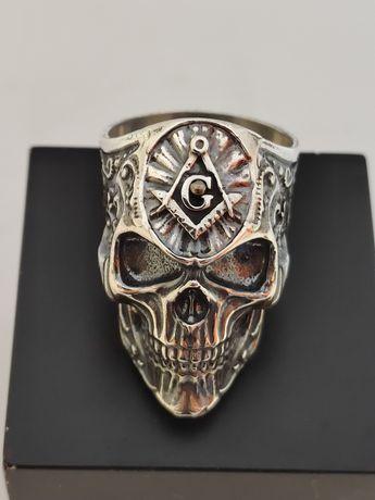 Печатка серебряная череп