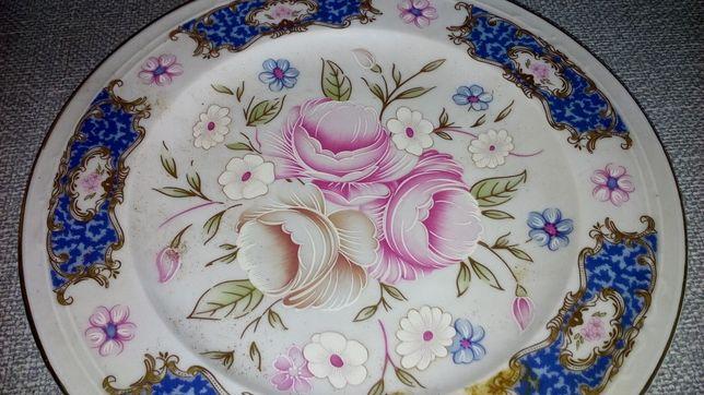 Prato médio de porcelana antigo