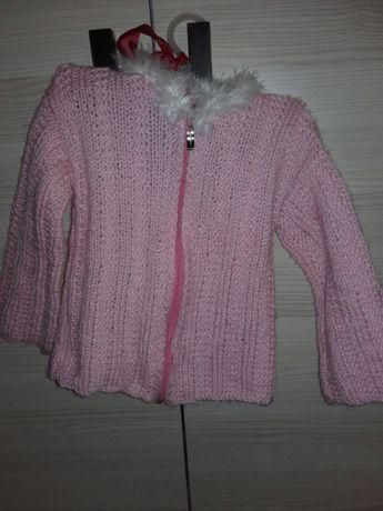 Różowy włoski sweter sweterek z białym futerkiem 104/110