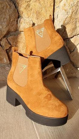 Botas de Camurça Camel Guess
