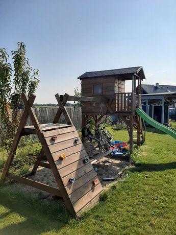 Domek drewniany dla dzieci że zjeżdżalnią