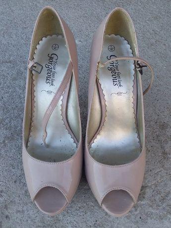 Бежевые туфли босоножки 40р.