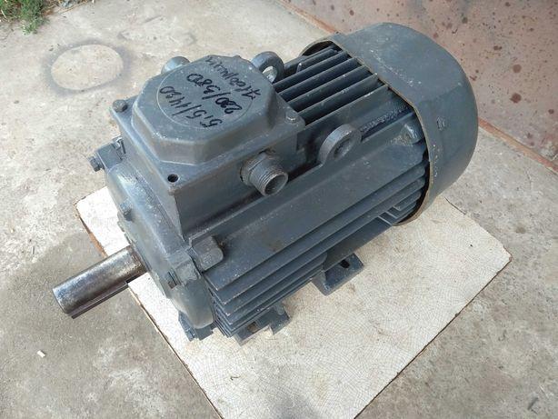 Электродвигатель 5,5 кВт 1420 об/мин тип АК112М4У3 Лапы 220/380 В