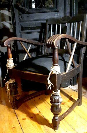 Stare masywne krzesło tron