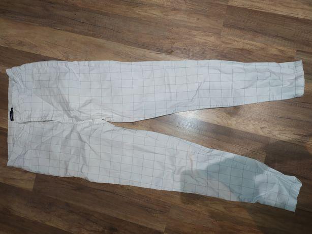 Spodnie białe Cropp kratka 38