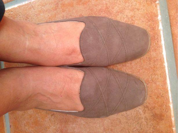 Sapato raso castanho