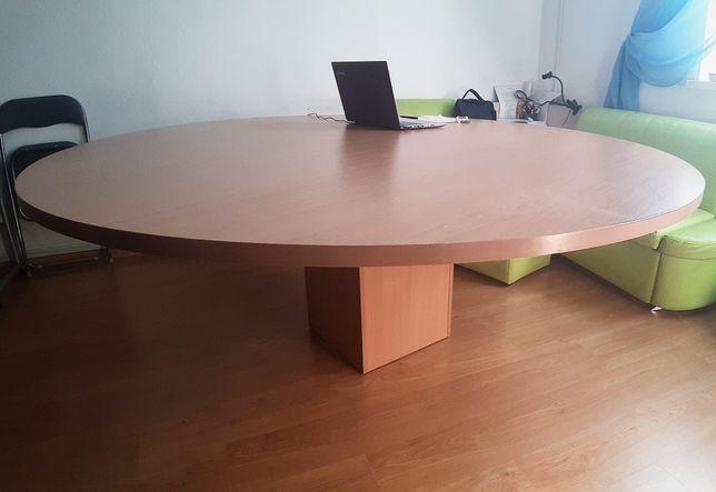 Шикарный круглый стол