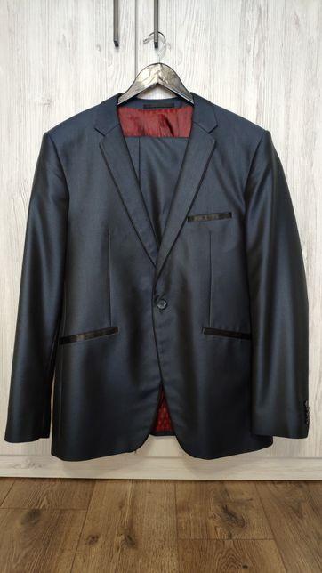 Продам мужской костюм на выпускной / свадьбу