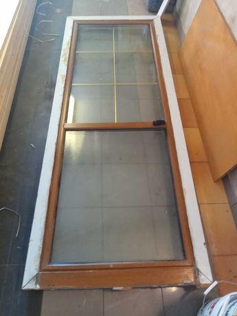 Okno balkonowe z roletą zewnętrzną