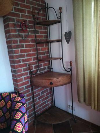 Szafka narożna z drewna i metalu w stylu kolonialnym